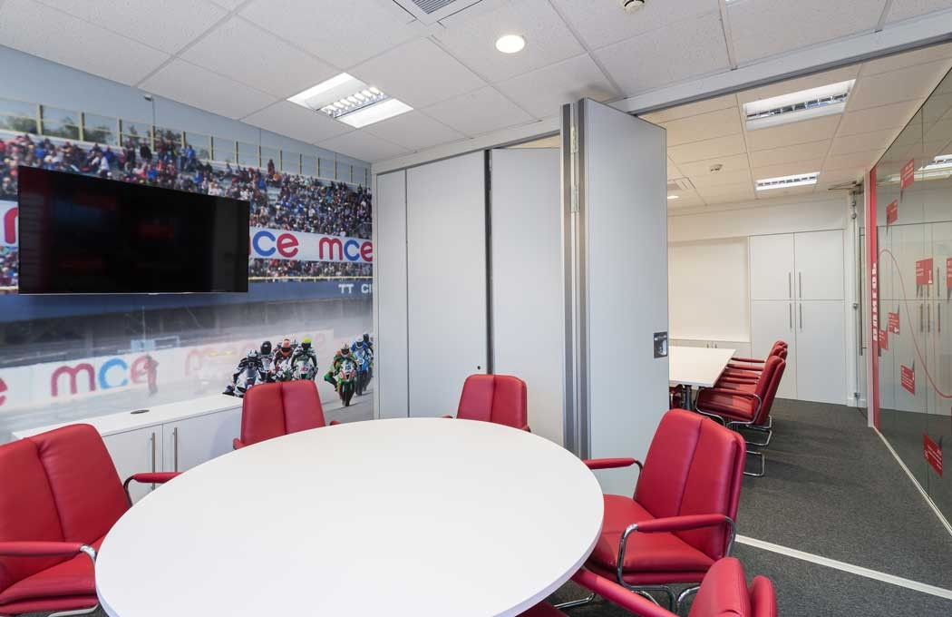 MCE-Meeting-room-with-floor-to-ceiling-graphics-By-APSS